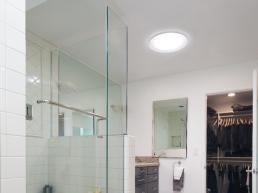 Tragaluz en baño residencial